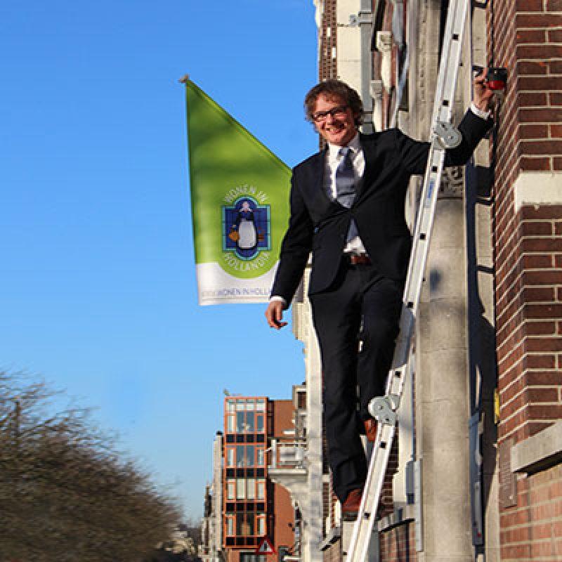 Vlag uit voor het Hollandia-gebouw